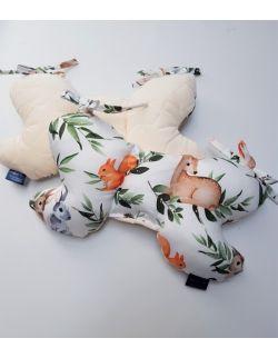 Poduszka Motylek Sarny i Wiewiórki z velvet ecru pikowany gwiazdki