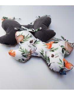 Poduszka Motylek Sarny i Wiewiórki z velvet ciemno szary pikowany caro
