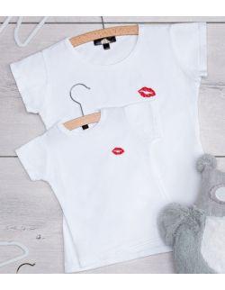 """Dziecięcy T-shirt z haftem """"KISS"""""""