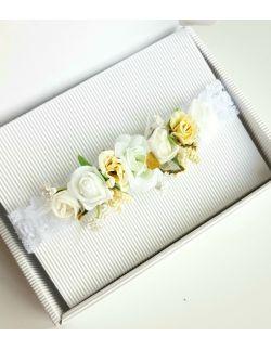 Wianek z białych róż chrzest roczek