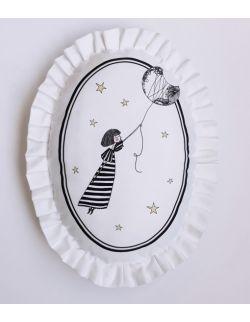 Poduszka dekoracyjna La Lune z falbaną - Dziewczynka z Księżyca