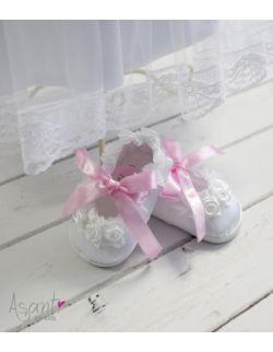 Buciki niechodki do chrztu Maja z różową wstążką