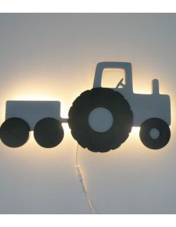 Drewniania lampka traktor