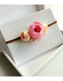 Wianek z peoni biało-różowy