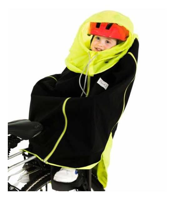w foteliku rowerowym jako ochrona przed deszczem i wiatrem