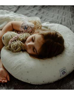 Muślinowa poduszka do karmienia -biała w gwiazdki