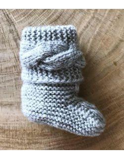 Handmade szare buciki wełniane papcie niemowlęce