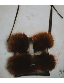 Skórzana elegancka torebka z futerkiem dla mamy brązowa
