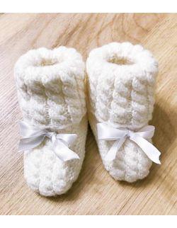 Handmade wełniane buciki z kokardką do chrztu dla dziewczynki