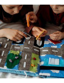 TimoSimo Książeczka sensoryczna Quiet Book dla chłopca 3+