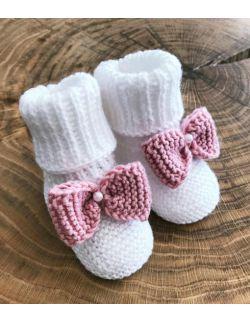 Urocze białe buciki dla dziewczynki z kokardą