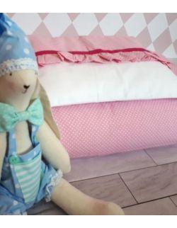 Pościel z falbanką z różowej bawełny w białe kropeczki