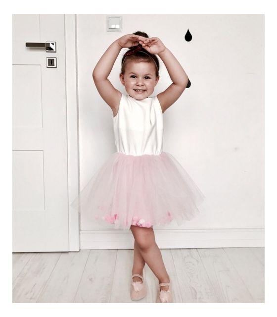 e05cceca7f Tiulowa sukienka dla dziewczynki z pomponikami Sissi - POMPON SKLEP