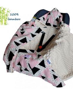 Kocyk do fotelika Bambusowy Trójkąty róż & cream dots