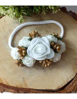 Opaska Bezuciskowa Wianuszek Białe Róże ze Złotymi Dodatkami na Białej Gumce