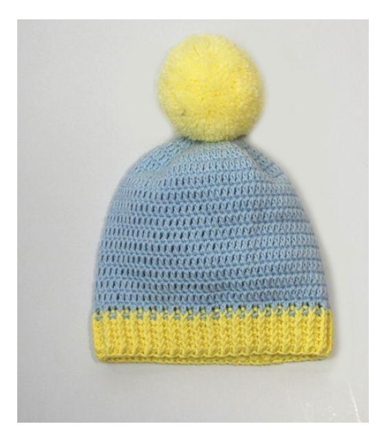 czapeczka błękitna z żółtym pomponem Willow Hand Made
