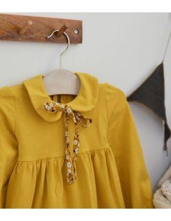 Żółta sukienka z kołnierzykiem