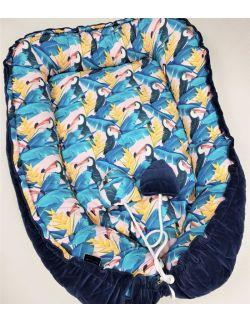 Kokon dwustronny Kolorowe Tukany velvet pikowany granatowe gwiazdki