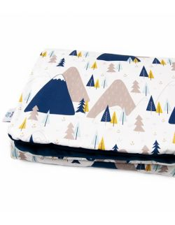 Kocyk velvet do łóżeczka dla średniaka 75x100 Mountain Adventure granatowy
